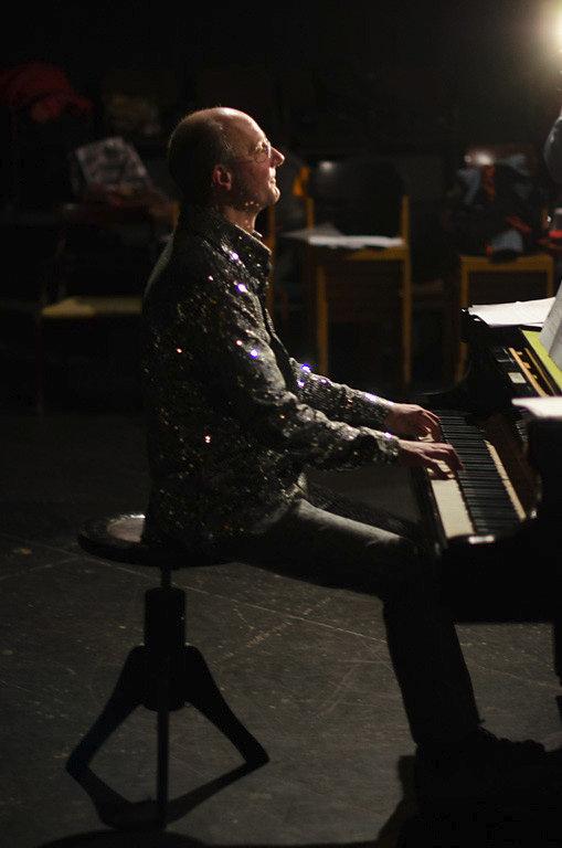 backstage-05.jpg